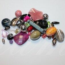 kpmix08, įvairių spalvų, įvairių dydžių, įvairių formų, plastikinių karoliukų mišinys, apie 200 g.