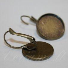 md1919.5 apie 28 x 18 mm, žalvario spalva, auskaro detalė, tinka 16 mm disko formos kabošonui, 2 vnt.
