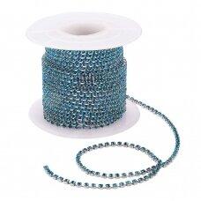 mdgja053 apie 2 mm pločio, sidabrinė spalva metalinis pagrindas, akutės mėlyno cirkonio spalva, 1 m.