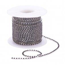 mdgja058 apie 2 mm pločio, sidabrinė spalva metalinis pagrindas, akutės juoda spalva, 1 m.