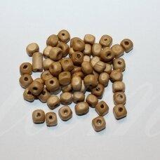 MEDK0190 apie 6 mm, kubo forma, gelsva spalva, medinis karoliukas, 20 g.