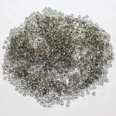 pccb00112-11/0 2.0 - 2.2 mm, apvali forma, skaidrus, viduriukas su folija, apie 50 g.