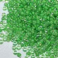 PCCB00296-11/0 2.0 - 2.2 mm, apvali forma, skaidrus, viduriukas žalia spalva, apie 50 g.