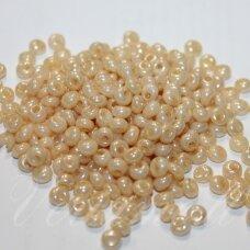 pccb11001/47112-05/0 5 x 3.5 mm, lašo forma, gelsva spalva, apie 50 g.