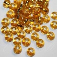 PCCB17050-14/0 1.5 - 1.6 mm, apvali forma, skaidrus, gintaro spalva, viduriukas su folija, apie 50 g.