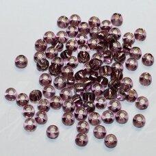 pccb27010-09/0 2.4 - 2.8 mm, apvali forma, skaidrus, violetinė spalva, viduriukas su folija, apie 50 g.