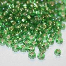 pccb29001/57109-06/0 3.7 - 4.3 mm, apvali forma, skaidrus, žalia spalva, viduriukas su folija, kvadratinė skylė, apie 50 g.