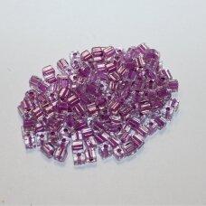 pccb30001/38328-3.4/3.4 3.4 x 3.4 mm, kubo forma, skaidrus, viduriukas violetinė spalva, apie 50 g.