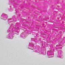 pccb31001/38177-09/0 2.4 x 2.4 mm, pailga forma, skaidrus, viduriukas rožinė spalva, apie 50 g.