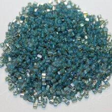 PCCB31001/11022-10/0 2.2 - 2.4 mm, pailga forma, skaidrus, viduriukas mėlyna spalva, apie 50 g.