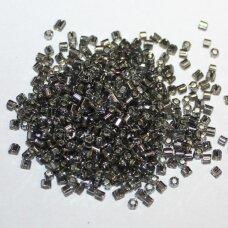 PCCB31001/47010-09/0 2.4 x 2.4 mm, pailga forma, skaidrus, pilka spalva, viduriukas su folija, apie 50 g.