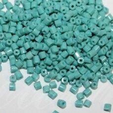 pccb31001/63130-10/0 2.2 x 2 mm, pailga forma, melsvai žalia spalva, apie 50 g.