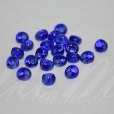 pccb311/11001/30080-05/0 5 x 3.5 mm, lašo forma, skaidrus, karališko mėlynumo spalva, apie 50 g.