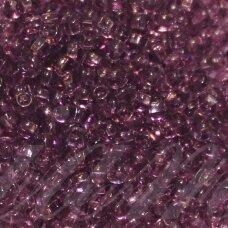 pccb311/29001/20010-33/0 8 mm, apvali forma, skaidrus, violetinė spalva, kvadratinė skylė, apie 50 g.