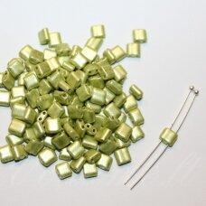 PCCB321-94001-16786-5/5 apie 5 x 5mm, žalia spalva, apie 48 g.