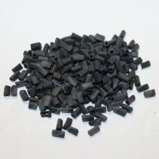 pccb40001/39001/23980-5/2.5 5 x 2.5 mm, trikampio forma, suktas, juoda spalva, matinis, apie 50 g.