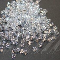PCCB321/43001/48102-2.5/2.5 2.5 x 2.5 mm, trikampio forma, skaidrus, apie 50 g.
