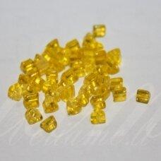 PCCB321/43001/80010-3.5/0 3 x 3.5 mm, trikampio forma, skaidrus, geltona spalva, apie 50 g.