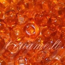 pccb29001/00232-06/0 3.7 - 4.3 mm, apvali forma, skaidrus, oranžinė spalva, kvadratinė skylė, apie 50 g.