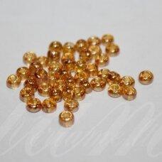 pccb29001/16050-05/0 4.3 - 4.8 mm, apvali forma, skaidrus, šviesi, gintaro spalva, kvadratinė skylė, apie 50 g.