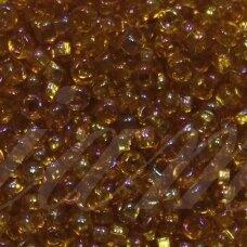 pccb331/29001/16090-09/0 2.4 - 2.8 mm, apvali forma, skaidrus, ruda spalva, kvadratinė skylė, apie 50 g.