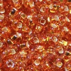 pccb29001/17050-05/0 4.3 - 4.8 mm, apvali forma, skaidrus, gintaro spalva, kvadratinė skylė, viduriukas su folija, apie 50 g.