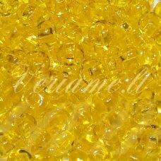 pccb331/29001/80010-06/0 3.7 - 4.3 mm, apvali forma, skaidrus, geltona spalva, kvadratinė skylė, apie 50 g.