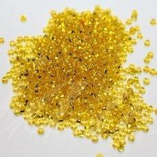 PCCB331/29001/87010-08/0 2.8 - 3.2 mm, apvali forma, skaidrus, geltona spalva, viduriukas su folija, kvadratinė skylė, apie 50 g.