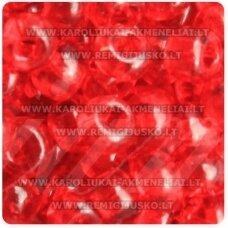 pccb331/29001/90070-05/0 4.3 - 4.8 mm, apvali forma, skaidrus, raudona spalva, kvadratinė skylė, apie 50 g.