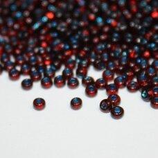 pccb29001/00357-10/0 2.2 - 2.4 mm, apvali forma, skaidrus, raudona spalva, viduriukas mėlyna spalva, kvadratinė skylė, apie 50 g.