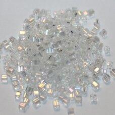 pccb30001/58205-2.6/2.6 mm 2.6 x 2.6 mm, kubo forma, skaidrus, kvadratinė skylė, apie 50 g.