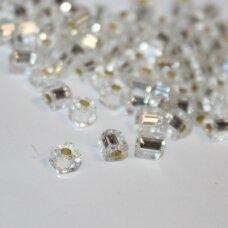 pccb30001/78102-3.4/3.4 apie 3.4 x 3.4 mm, kubo forma, skaidrus, viduriukas su folija, apie 50 g.