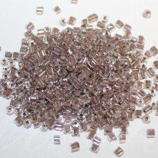 pccb351/31001/38618-08/0 2.5 x 2.5 mm, pailga forma, viduriukas ruda spalva, apie 50 g.