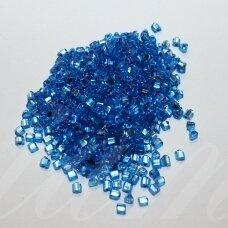pccb43001/08236-2.5/2.5 2.5 x 2.5 mm, trikampio forma, skaidrus, mėlyna spalva, viduriukas su folija, apie 50 g.