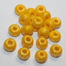 pccb88130-07/0 3.2 - 3.7 mm, apvali forma, geltona spalva, blizgi danga, apie 50 g.