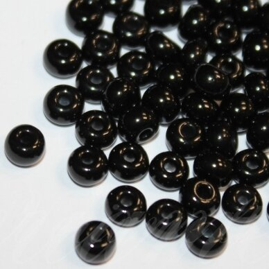 pccb23980-34/0 8.6 mm, apvali forma, juoda spalva, apie 50 g.