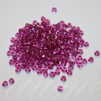 pccb311/29001/08225-06/0 3.7 - 4.3 mm, apvali forma, skaidrus, rožinė spalva, viduriukas su folija, kvadrato forma, apie 50 g.