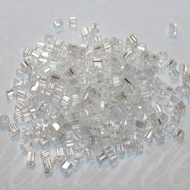 PCCB321/20001/48102-2.6/2.6mm 2.6 x 2.6 mm, kūbo forma, skaidrus, apie 50 g.
