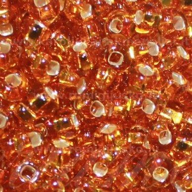 pccb331/29001/17050-05/0 4.3 - 4.8 mm, apvali forma, skaidrus, gintaro spalva, kvadratinė skylė, viduriukas su folija, apie 50 g.