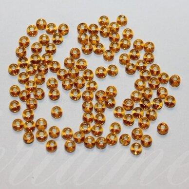 pccb331/29001/17070-11/0 2.0 - 2.2 mm, apvali forma, šviesi, gintaro spalva, kvadratinė skylė, viduriukas su folija, apie 50 g.