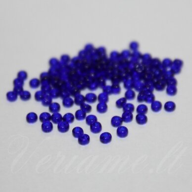 pccb331/29001/30100-11/0 2.0 - 2.2 mm, apvali forma, skaidrus, karališko mėlynumo spalva, kvadratinė skylė, apie 50 g.