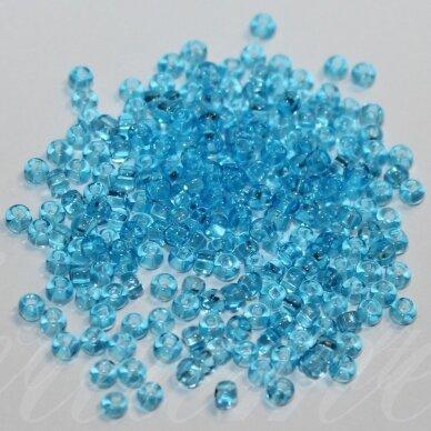 pccb331/29001/60010-08/0 2.8 - 3.2 mm, apvali forma, skaidrus, žydra spalva, kvadratinė skylė, apie 50 g.