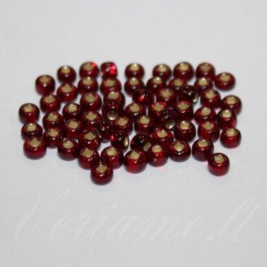 pccb331/29001/97120-10/0 2.2 - 2.4 mm, apvali forma, skaidrus, raudona spalva, kvadratinė skylė, viduriukas su folija, apie 50 g.