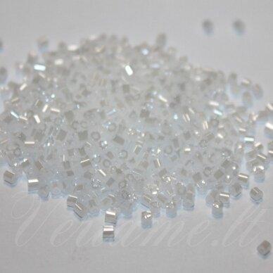 PCCB351/31001/57102-12/0 1.5 x 1.4 mm, pailga forma, balta spalva, blizgūs, apie 50 g.