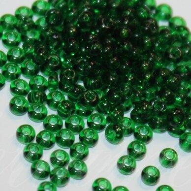 pccb50060-15/0 1.4 - 1.5 mm, apvali forma, skaidrus, žalia spalva, apie 50 g.