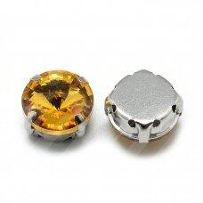 pja4m13-disk-10 apie 10 mm, 4 skylių, metalo spalva, metalinis pagrindas, disko forma, geltona spalva, prisiuvama juvelyrinė akutė, 6 vnt.