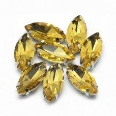 pja4m13-pai-04x8 apie 4 x 8 mm, 4 skylių, metalo spalva metalinis pagrindas, pailga forma, geltona spalva, prisiuvama juvelyrinė akutė, 8 vnt.