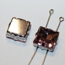 pja4m15-kvad-14x14 apie 14 x 14 mm, 4 skylių, metalo spalva metalinis pagrindas, kvadrato forma, rožinė spalva, prisiuvama juvelyrinė akutė, 2 vnt.