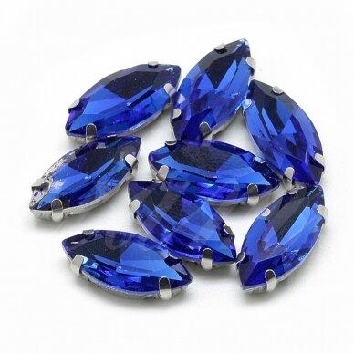 pja4m03-pai-04x15 apie 4 x 15 mm, 4 skylių, metalo spalva metalinis pagrindas, pailga forma, karališko mėlynumo spalva, prisiuvama juvelyrinė akutė, 6 vnt.
