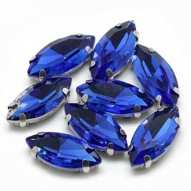 pja4m03-pai-07x15- apie 7 x 15 mm, 4 skylių, metalo spalva metalinis pagrindas, pailga forma, karališko mėlynumo spalva, prisiuvama juvelyrinė akutė, 6 vnt.